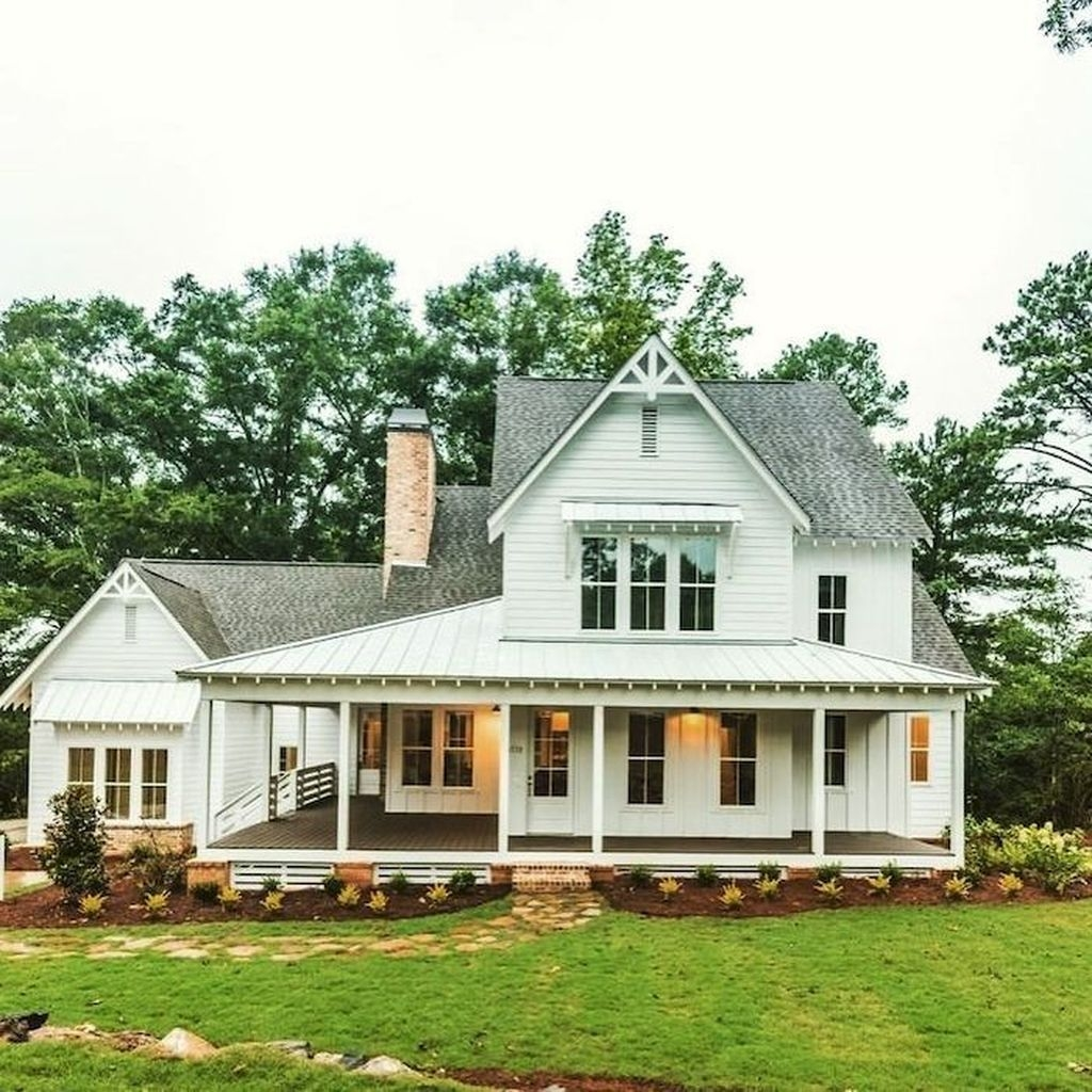 Cozy Farmhouse Exterior Design Ideas That Looks Cool22