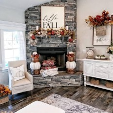 Excellent Fall Decorating Ideas For Home With Farmhouse Style20