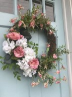 Pretty Wreath Decor Ideas To Hang On Your Door04