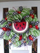 Pretty Wreath Decor Ideas To Hang On Your Door09