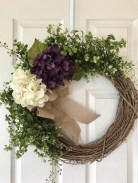Pretty Wreath Decor Ideas To Hang On Your Door10