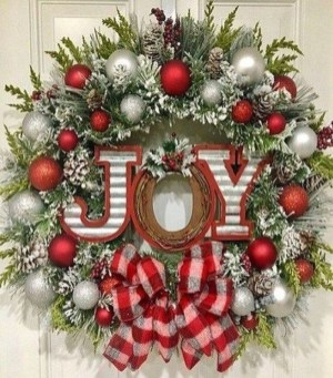 Pretty Wreath Decor Ideas To Hang On Your Door17