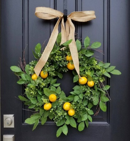 Pretty Wreath Decor Ideas To Hang On Your Door18