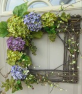 Pretty Wreath Decor Ideas To Hang On Your Door37