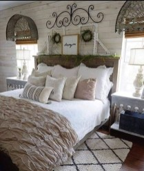 Spectacular Farmhouse Master Bedroom Decorating Ideas To Copy19