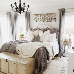Spectacular Farmhouse Master Bedroom Decorating Ideas To Copy29