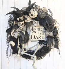 Stunning Diy Halloween Wreaths Design Ideas That Looks Cool12
