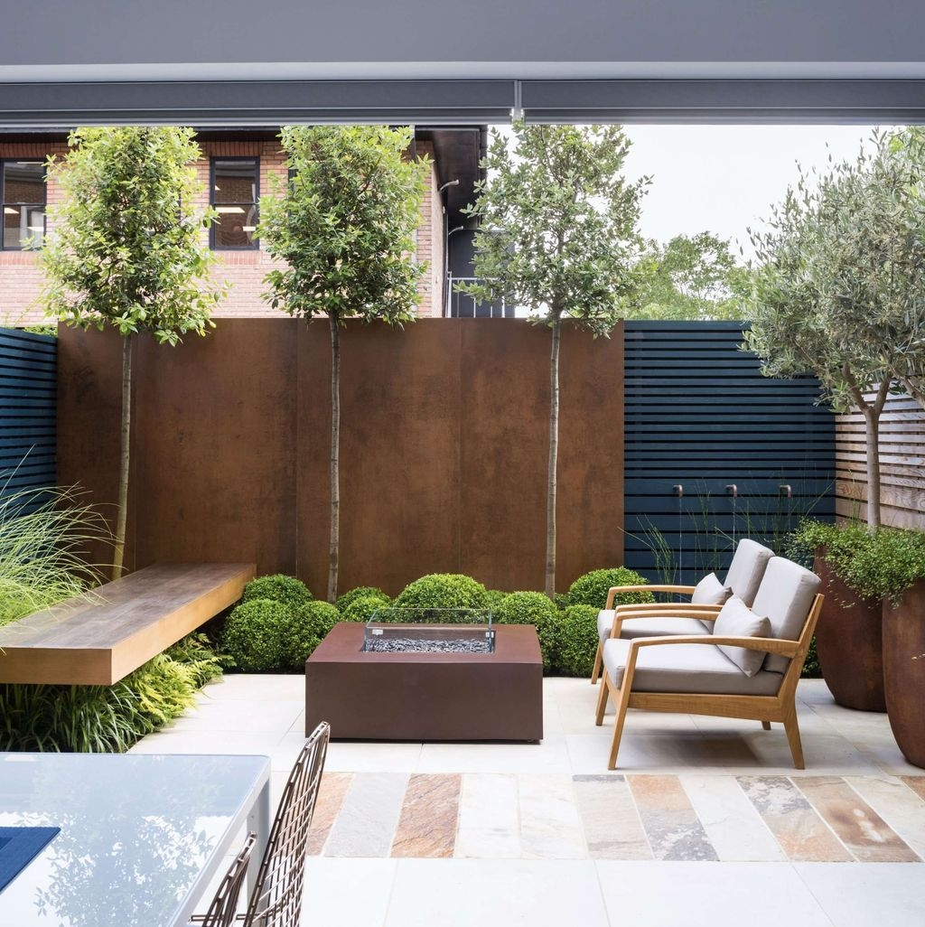 Chic Small Courtyard Garden Design Ideas For You05