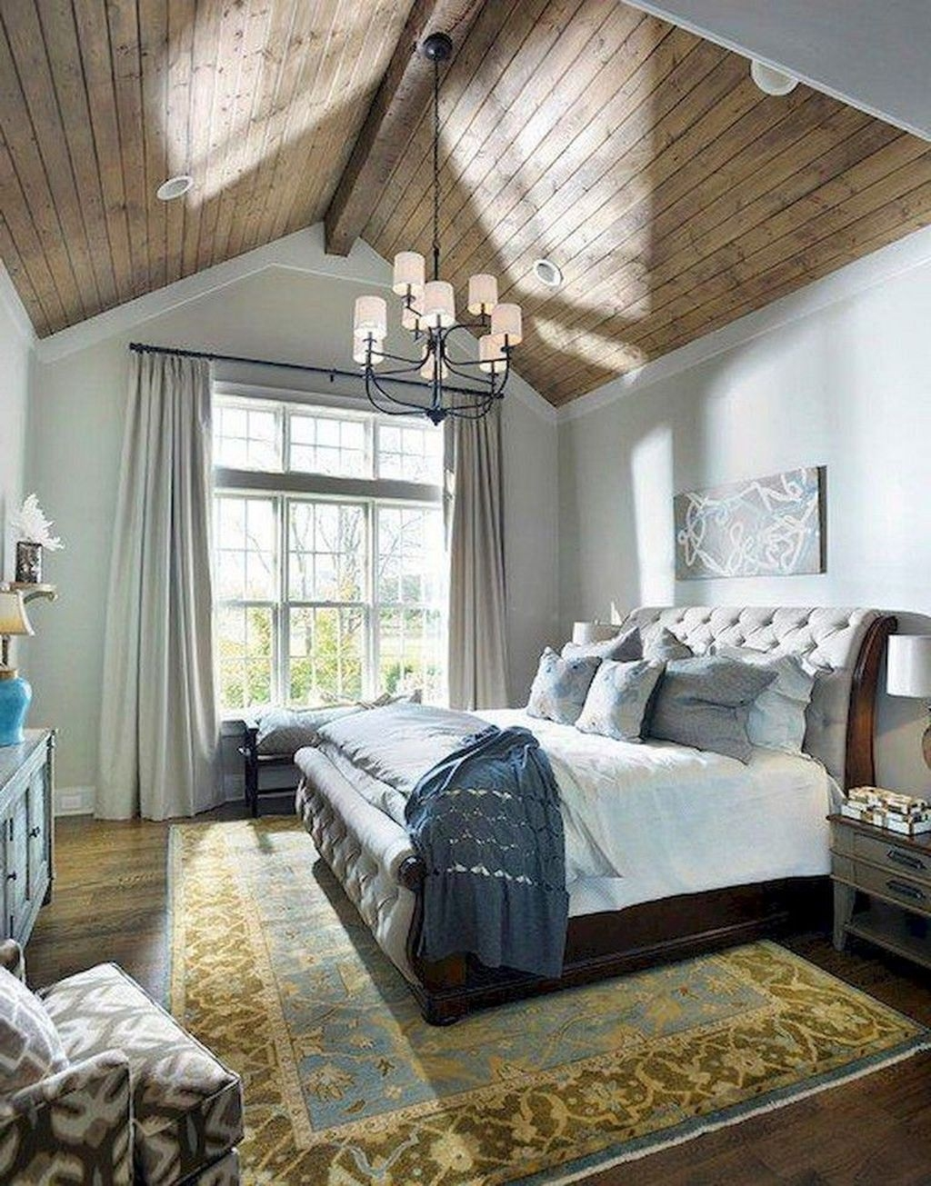 Cute Chandeliers Decoration Ideas For Your Bedroom14
