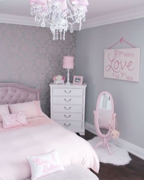 Cute Chandeliers Decoration Ideas For Your Bedroom15