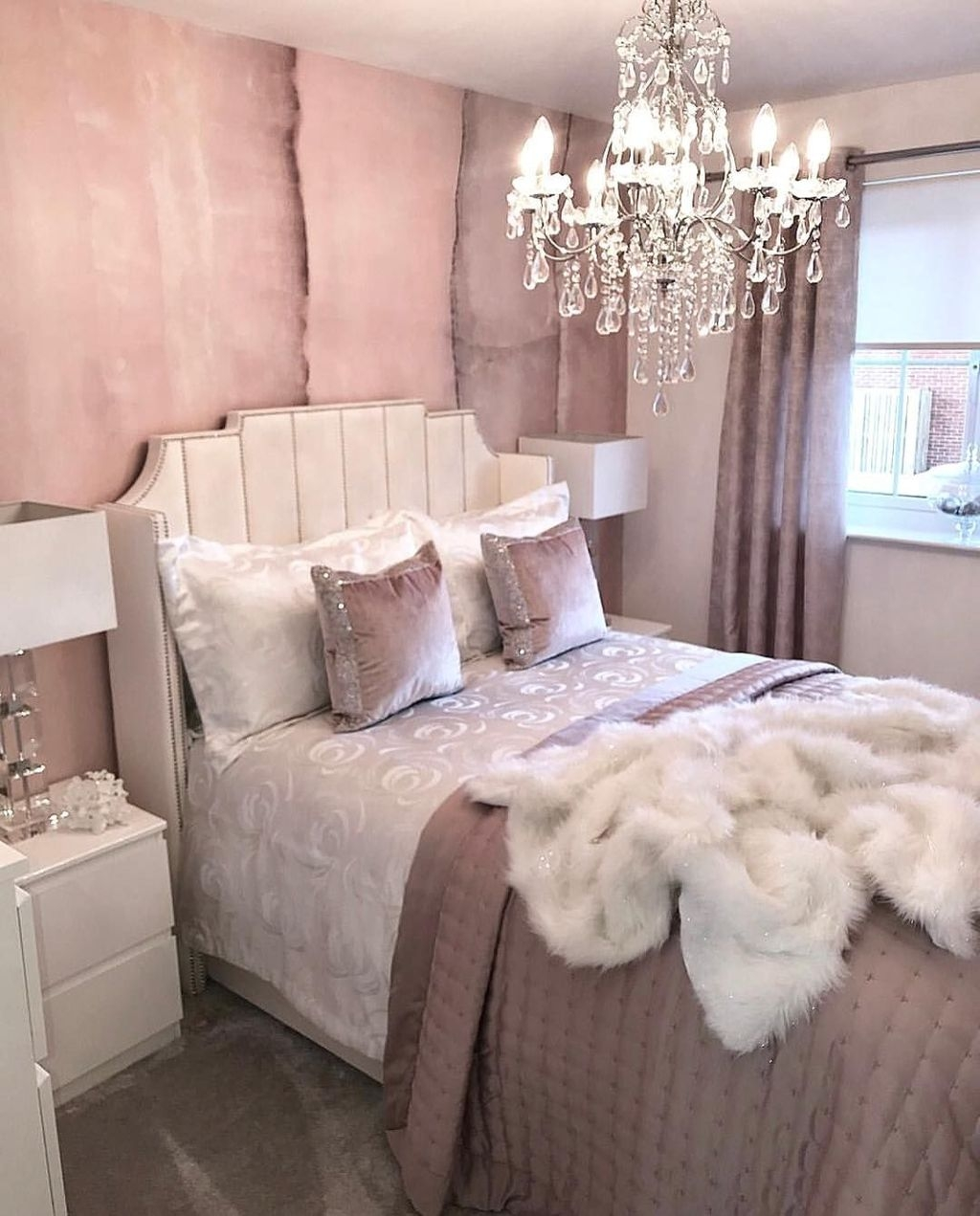 Cute Chandeliers Decoration Ideas For Your Bedroom22