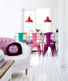 Stunning Dining Room Design Ideas With Multicolored Chairs04