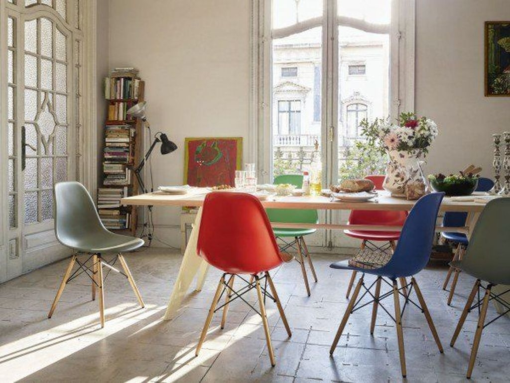 Stunning Dining Room Design Ideas With Multicolored Chairs18