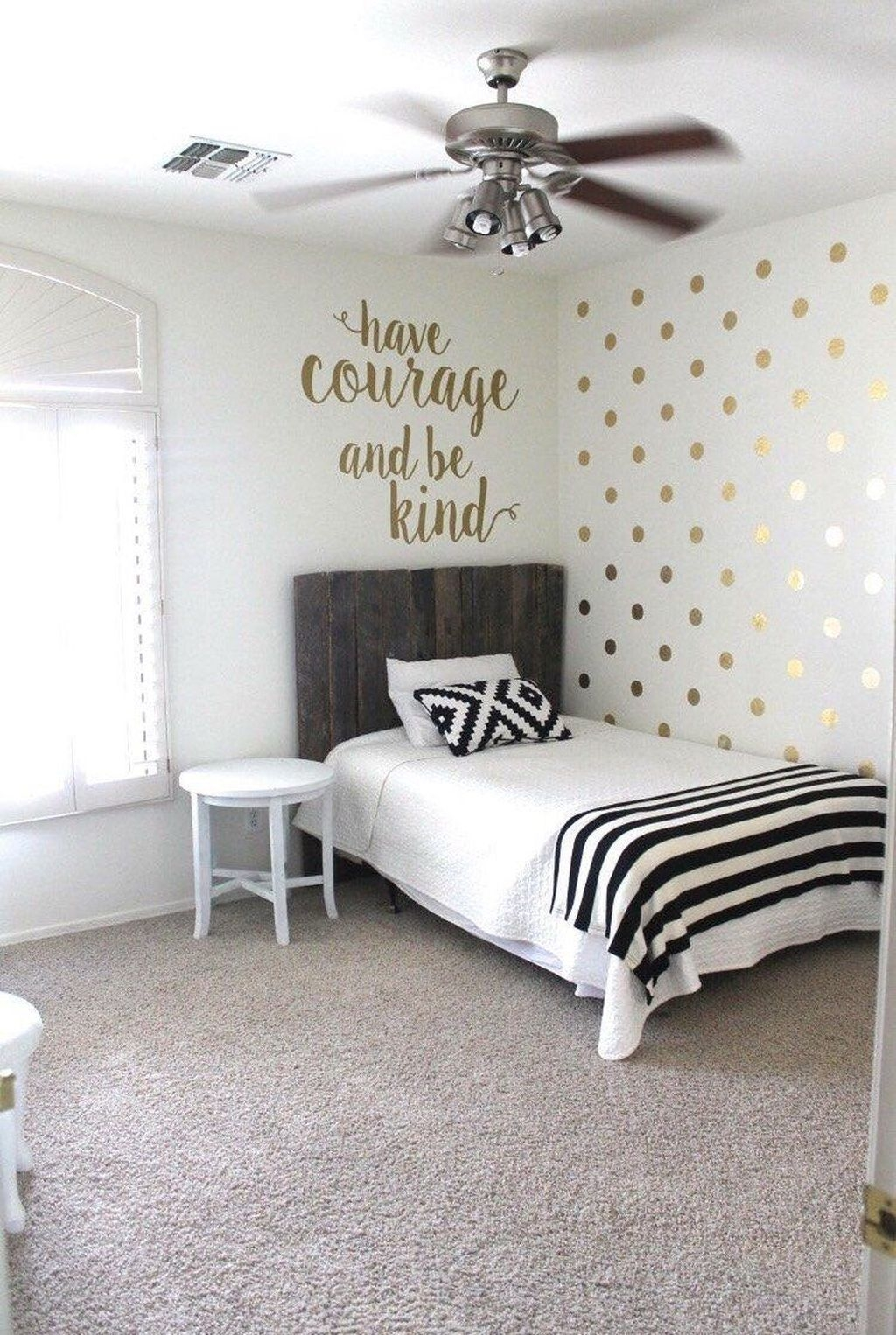 Vintage Bedroom Wall Decals Design Ideas To Try09
