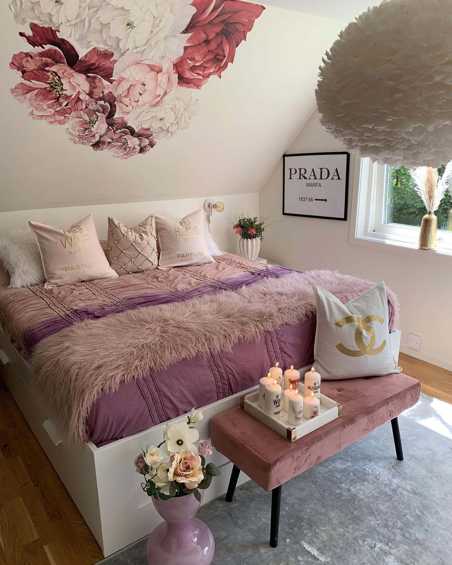 We're spotlighting 21 pink and gray bedrooms that will make you want to design your room around the versatile and chic color combination. The Top 61 Aesthetic Bedroom Ideas