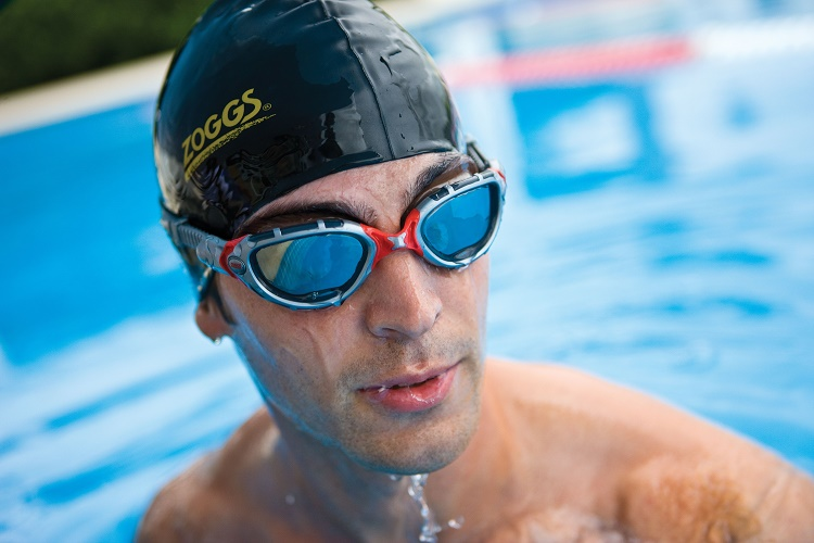 Swimming without using goggles or with open eyes