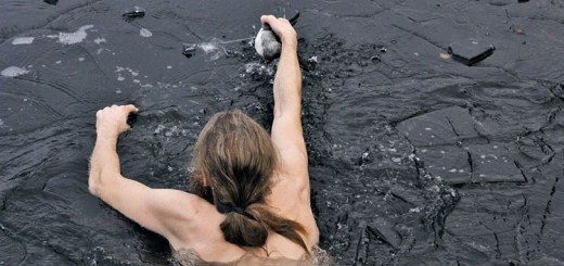 He dove into the winter water half naked to restore our faith in humanity
