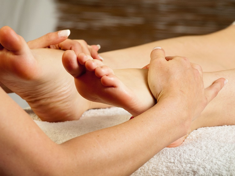 How to perform feet massage?