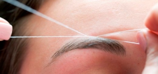 Want to know how to use a normal thread in order to shape you eyebrows? Welcome to this grooming session for perfectly shaped eyebrows!