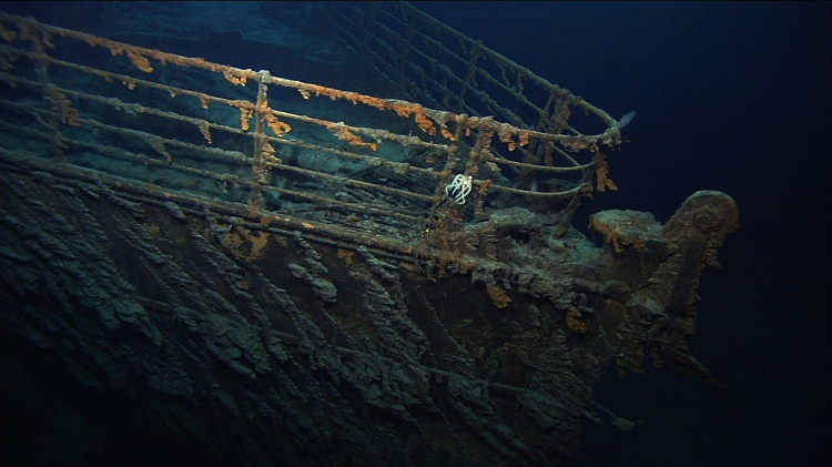 How did the RMS Titanic sink?