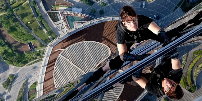 Tom cruise perform his own stunts