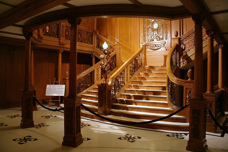 inaccurate staircase in Titanic