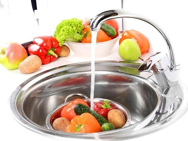 Never wash fruits and vegetables before storage