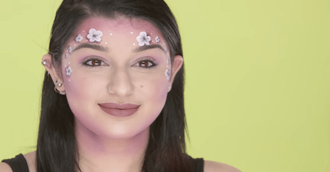 This girl applies Snapchat filter makeup to her face and the results are stunning