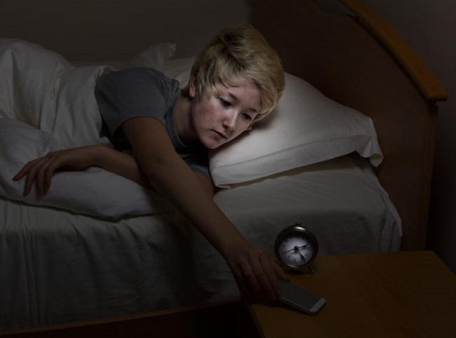 Habit of cell phone at night