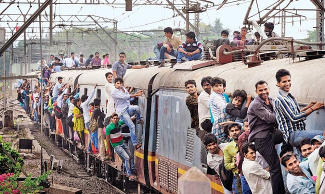 Traveling by local train in India, Mumbai