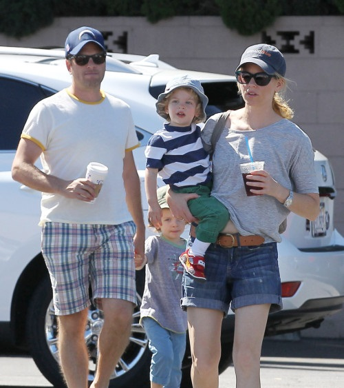 Elizabeth Banks with her kids