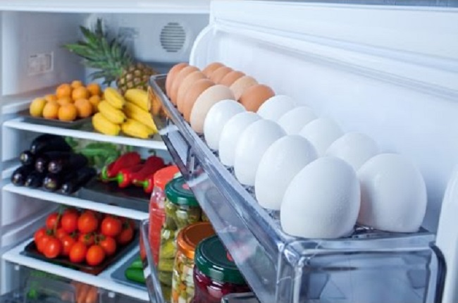 Storing eggs in refrigerator