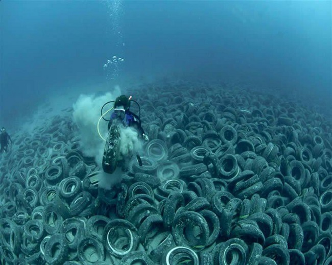 Tire garbage dump in the sea