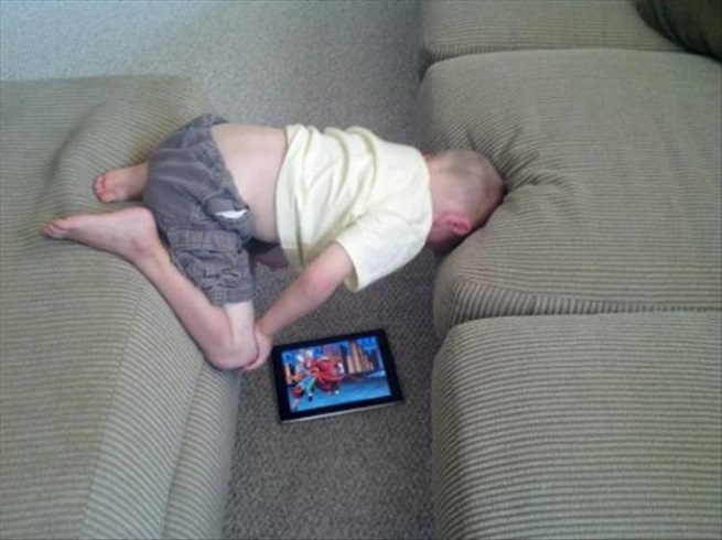 kid watching games in mobile