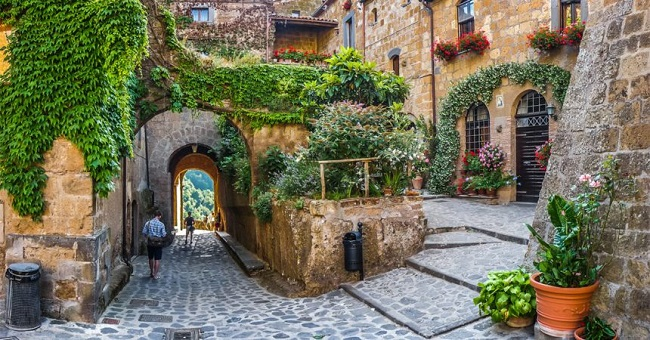 Idyllic alley way in civita di Bagnoregio, Lazio, Italy