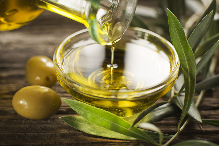 Olive oil or cosmetic containing salicylic acid