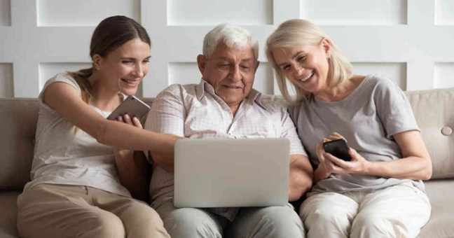 How to Help Your Parent Seamlessly Settle Into an Assisted Living Facility