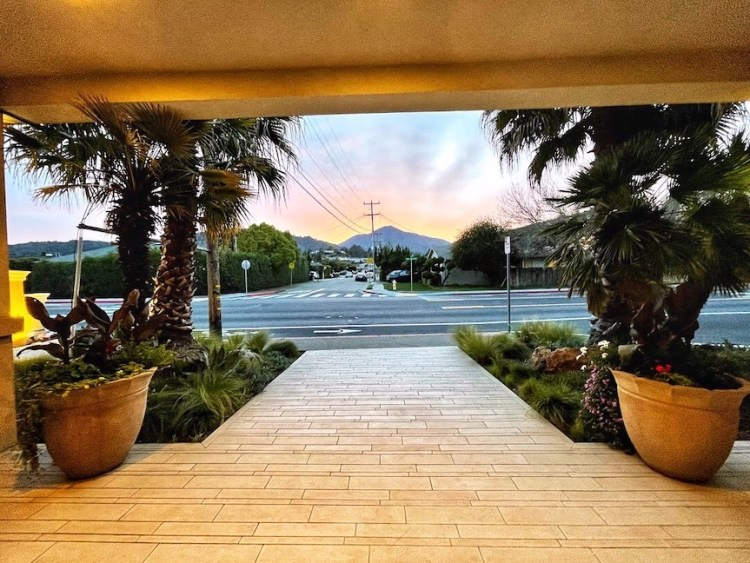 An accessible entranceway is just one of the many accessible features at the hotel