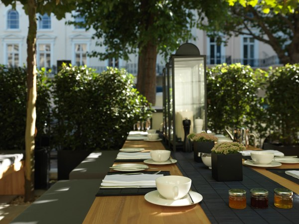 LaSuiteWest_Hotel_London_terrace_kopie_DesignHotels_01