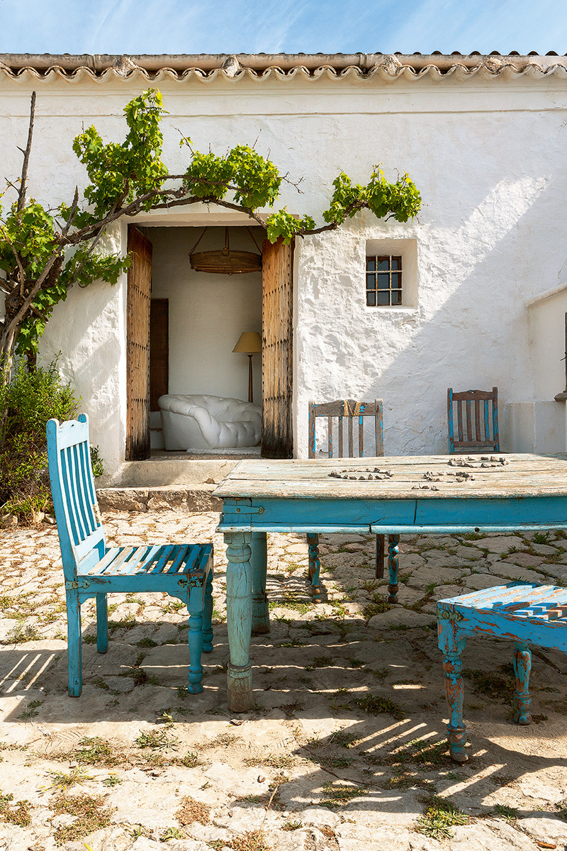 400-year-oldcave-home-ibiza-03
