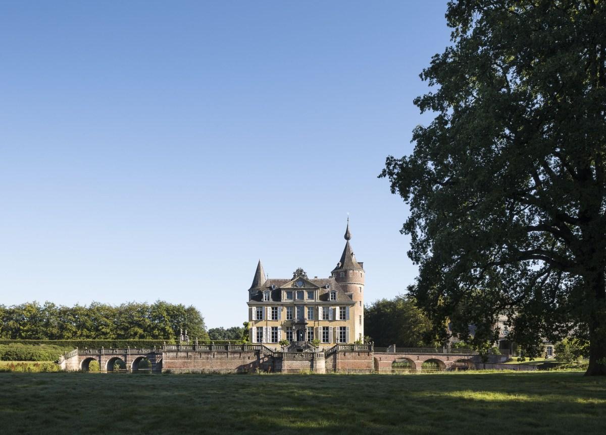art-dealer-axel-vervoordt-belgian-estate-by-frederik-vercruysse-1