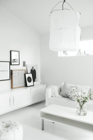 white-Scandinavian-living-room-from-Elisabeth-Heier