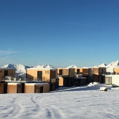 Ora-Ito-Flying-Nest-Mobile-Shipping-Container-Hotel-in-French-Alps_3