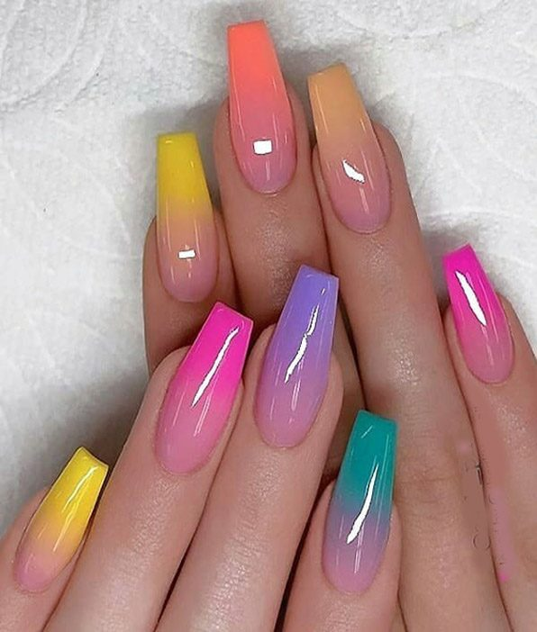 Charming Style of Ombre Nails & Colors to wear Now