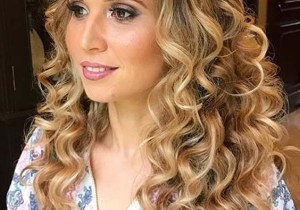 Adorable Long Curls to Show Off for Bold Look