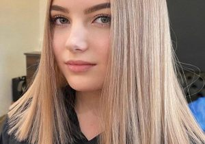 Ideal Look of Medium Blonde Hair & Highlights for 2021