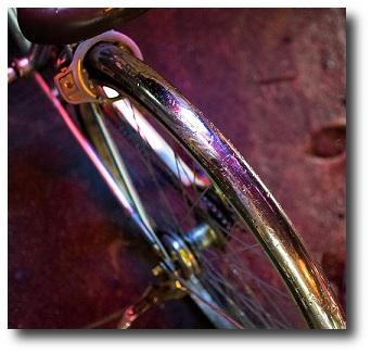 自転車用雨具でおすすめの人気ウェアは安全性重視の上下履きタイプ!