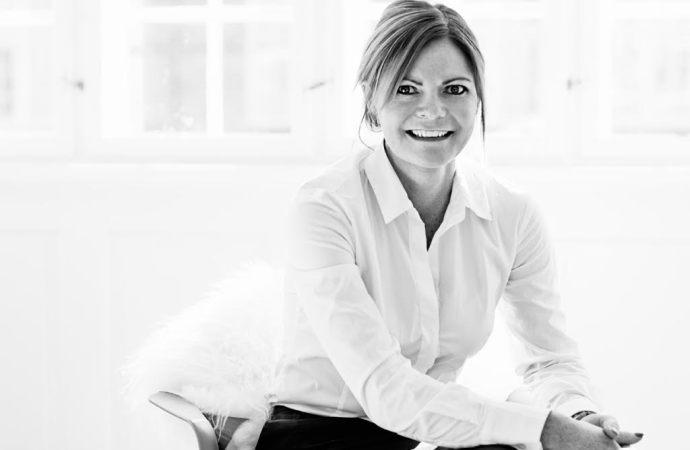 Kvindelig iværksætter netværker sig til selvstændighed