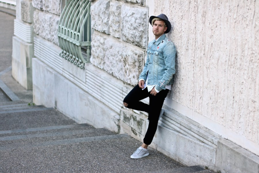 meanwhileinawesometown-austrian-mens-fashion-and-lifestyle-blogger-only-and-sons-ripped-jeans-shirt-blk-dnm-denim-jacket-outfit_3
