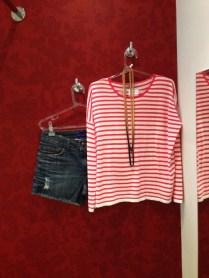 Shorts de lavagem escura - lindo com tricô e bota